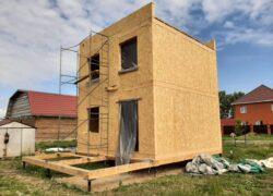 Двухэтажный кубический дом с плоской кровлей